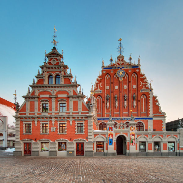 melngalvju-nams--house-of-the-blackheads-in-the-old-town-of-riga_14569084603_o